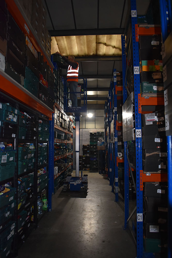 The Nano platform helps the team to reach all levels of the warehouse safely and is narrow enough to navigate through the aisles.